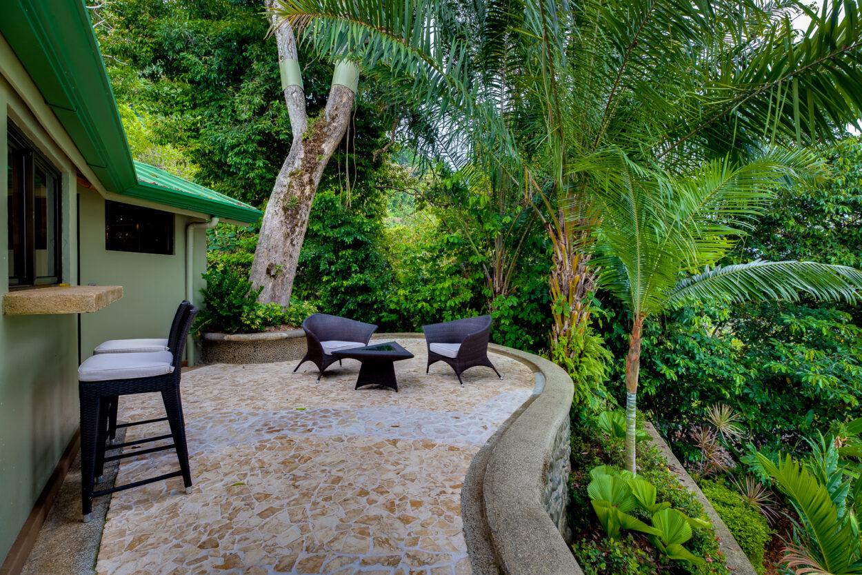 Villa 1 deck